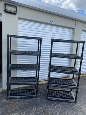 2 6ft tall plastic towers for Sale in Columbus, OH