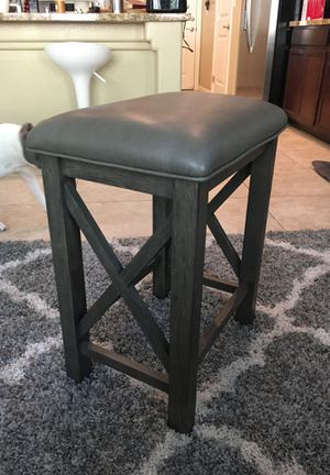 Grey stools (2 ) with table for Sale in Las Vegas, NV