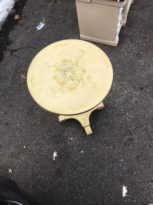 Thomas Pacconi Handpainted Victorian Accent Table for Sale for sale  Edison, NJ