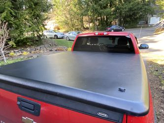 """Undercover Classic Truck Bed Cover Fits 6'7"""" Bed for Sale in Issaquah,  WA"""