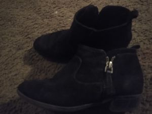Girls boots size 1 for Sale in Tucson, AZ