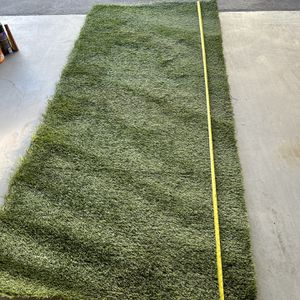 """Artificial grass 8'10"""" X 4' Like New Thick And great quality pick up now for Sale in Cypress, CA"""