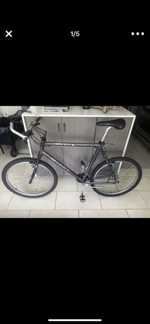Very nice Giant TRX hybrid bike in perfect condition for Sale in San Diego, CA
