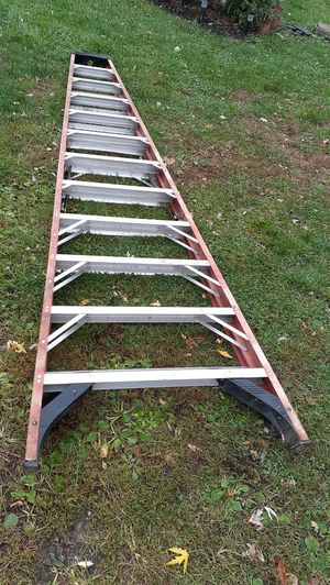 12' Fiberglass Step Ladder 300 lb rated for Sale in Columbus, OH