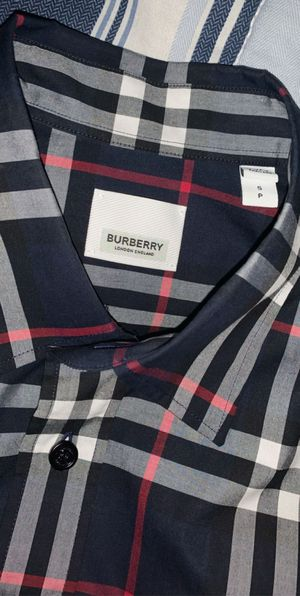 Medium Burberry for Sale in Houston, TX