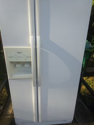 White whirlpool refregerator working good 160$$$ for Sale in Naples, FL