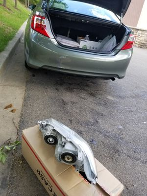 PASSENGER SIDE HEADLIGHT FOR CAMRY12_14 for Sale in MD CITY, MD
