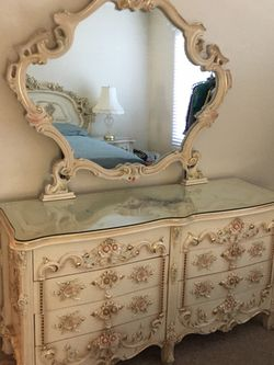Italian Bedroom 5 Pieces for Sale in Los Angeles,  CA