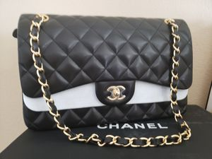 Chanel Medium Classic Flap Bag for Sale in Portland, OR