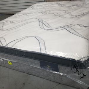 Queen Serta Perfect Sleeper Pillow Top Mattress And Box Spring Set for Sale in Kennesaw, GA
