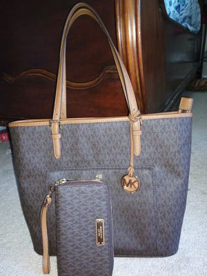 MK hand bag ..in perfect. Condition .. for Sale in Stuart, FL