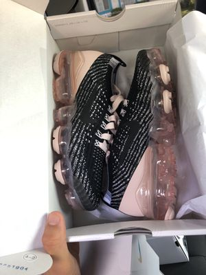VaporMax Women 7.5 ONLY for Sale in Fontana, CA