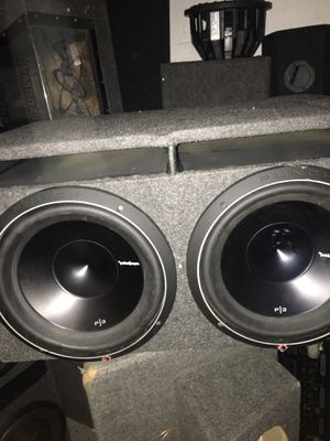 12 inches 2400 watts Rockford Fosgate p3 for Sale in Boston, MA