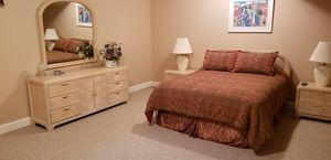 Queen bedroom set, 6 pieces for Sale in Leesburg, VA
