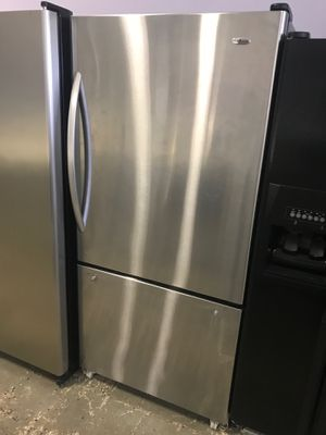 33by67 AMANA BOTTOM FREEZER AND TOP FRIDGE WITH WARRANTY for Sale in Woodbridge, VA