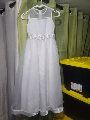 White girl dress satin size 8 for Sale in Newark, NJ