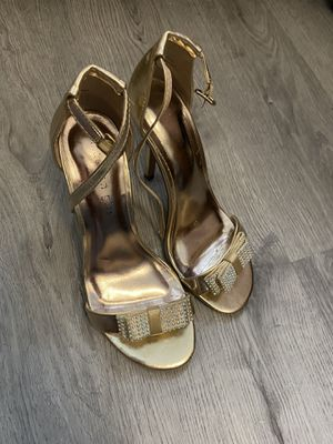 """Stunning Gold 6"""" Heels with Bejeweled Bow - Women's Size 7.5 for Sale in Ithaca, NY"""