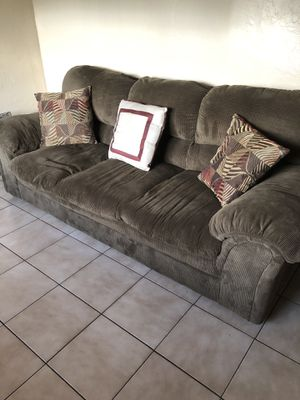 Sofa, Recliner and End Table in perfect condition for Sale in Hialeah, FL