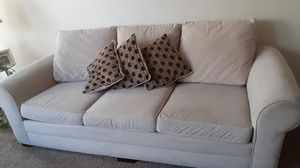 Free couch and loveseat for Sale in Fontana, CA