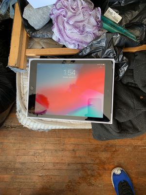 iPad 10.5 6th gen 32 go for Sale in Columbus, OH