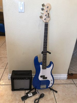 Fever electric bass with amp case and cable for Sale in Bell, CA