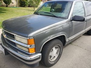 1999 Chevrolet Suburban for Sale in Bakersfield, CA
