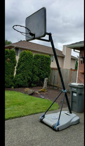 Portable basketball hoop - height 10 feet for Sale in Redmond, WA