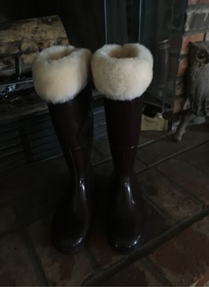 Used Chocolate Brown Sheepskin Rubber Rain Boots for Sale in Hesperia, CA