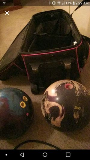 Bowling balls and cray bag for Sale in Lynchburg, VA