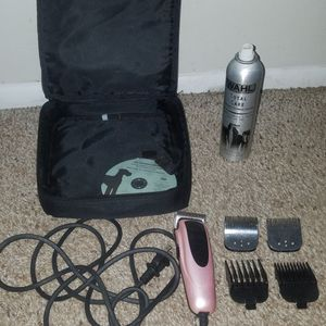 Andis easy clip versa pet shaver with lubricant spray cleaner (1/2 full), carrying case, 5 guards. Great for long hair or matted hair. for Sale in Deerfield Beach, FL