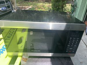Frigidaire Microwave for Sale in Winter Haven, FL