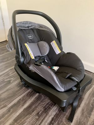 BRAND NEW Evenflo Litemax car seat and base for Sale in Phoenix, AZ