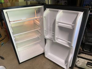 Magic chef mini fridge for Sale in Vancouver, WA