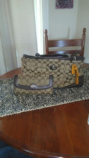Coach bag and wallet for Sale in Des Moines, WA