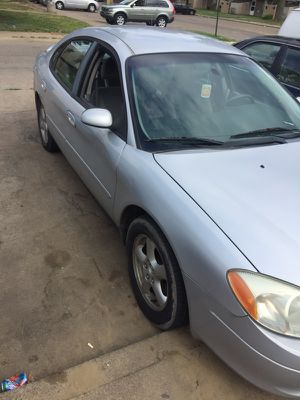 2002 Silver Ford Taurus runs very good for Sale in Cleveland, OH