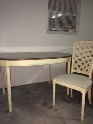 Dining table & 4 chairs. Has seating for 8 and with leaf included seating for 10 for Sale in Sebring, FL