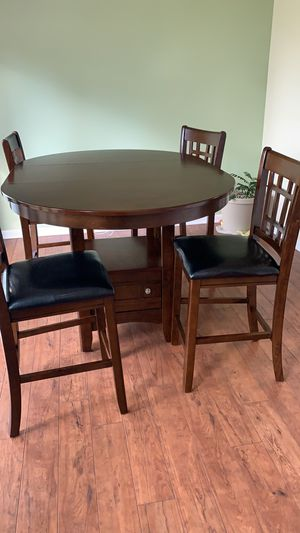 Dining table with 4 chairs for Sale in Schaumburg, IL