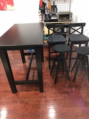 IKEA Bar Style Dining Table with Cushioned Stools for Sale in Brooklyn, NY