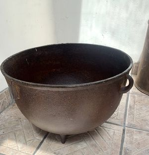 Vintage primitive fire 🔥 pit or decor 1930 for Sale in Long Beach, CA