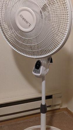Lasko 18-Inch Remote Pedestal Fan B00FXOFM9W, 18 Inch, White for Sale in Seattle,  WA