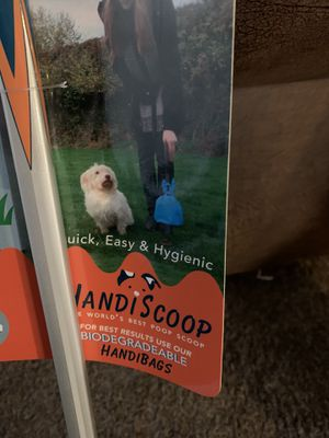 Handiscoop Tall W/1 Box of Bags for Sale in Medford, OR