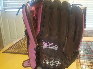 Girl's Fastpitch Softball Glove for Sale in Houston, TX