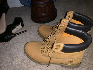 Men's size 11 timberland boots worn once for Sale in Lithia Springs, GA