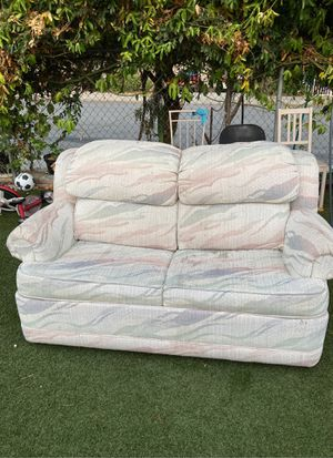 Free couch, sofa gratis for Sale in Fallbrook, CA