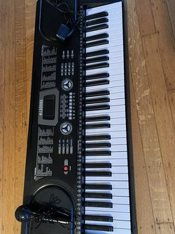 La Grima Electronic Keyboard With Mic for Sale in Gresham,  OR