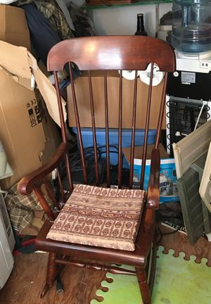 Rocking chair old/vintage for Sale in Moriarty, NM