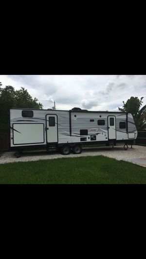 Immaculate 2017 Coleman 314BH Travel Trailer for Sale in Miami, FL