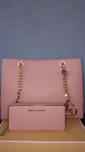 New Authentic Michael Kors Large Tote With A Large Wallet for Sale in Montebello, CA