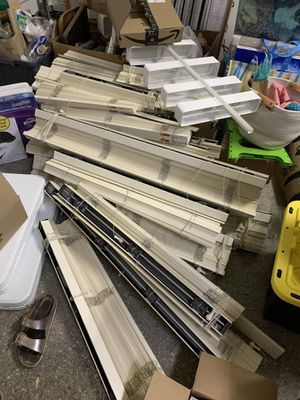 Pending pick up-Free Hunter Douglass Faux Wood Blinds for Sale in Houston, TX