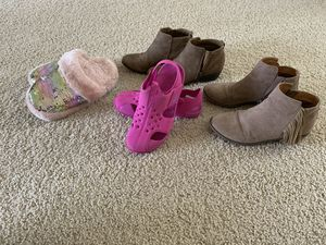 Size 2 shoes. The boots without the fringe are size 1. for Sale in Turlock, CA